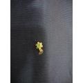 Yeşil taşlı tek pullu delikli burun için altın hızma